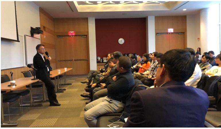 韩锋和刘晓松在美国菲尔莱狄更斯大学演讲